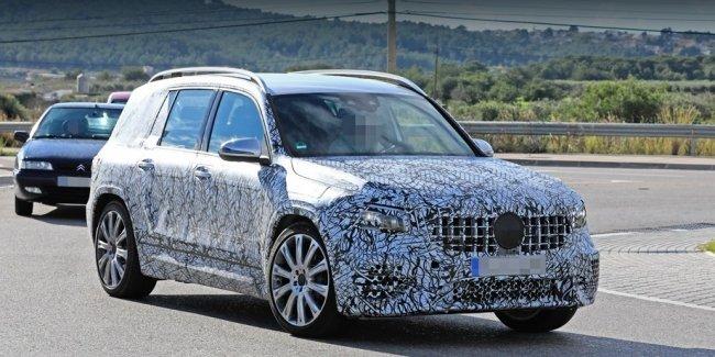 Паркетник Mercedes-AMG GLB 35 продемонстрировал оптику