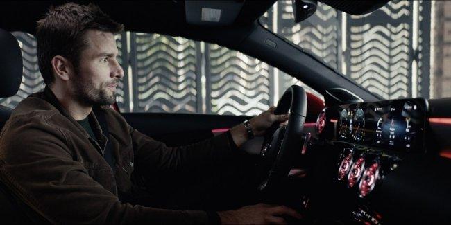Mercedes A-Class в ролике продемонстрировал возможности голосового управления