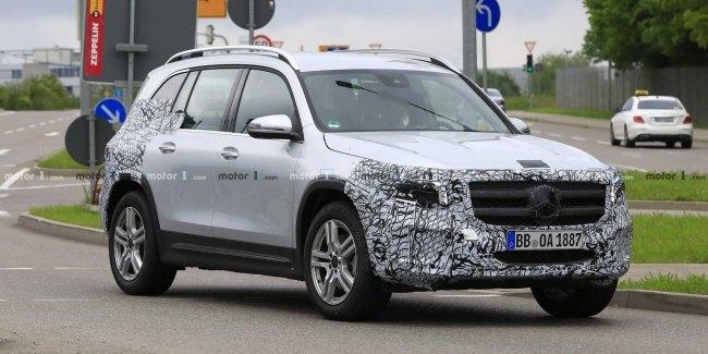Официальная премьера Mercedes-Benz GLB состоится этим летом