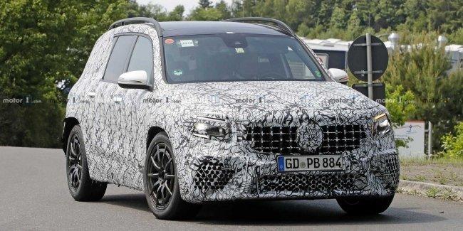 Mercedes-AMG тестируют «заряженный» кроссовер GLB 35