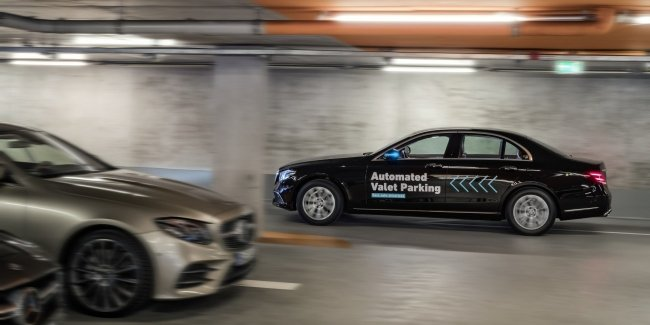 Mercedes-Benz представил управляемую смартфоном парковку