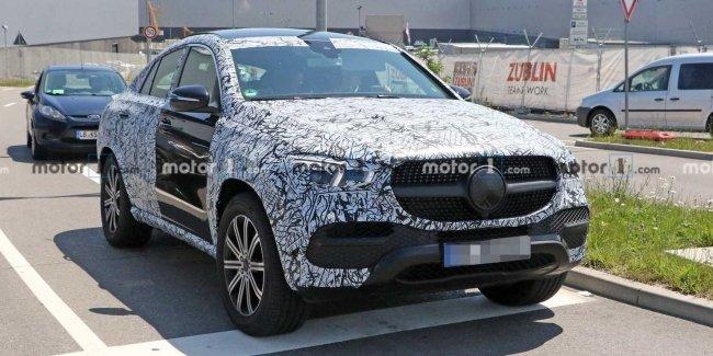 На тестах замечен прототип обновленного Mercedes GLE Coupe