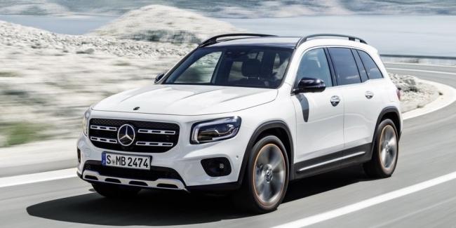 Стали известны цены на новый кроссовер Mercedes-Benz GLB