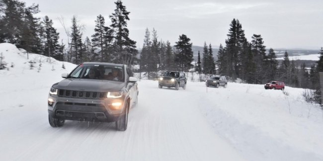 Без кардана и с 1.3: первые гибриды от Jeep