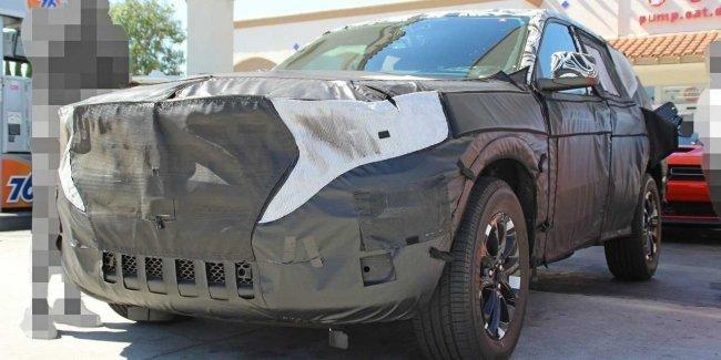 Jeep отложил выход нового Grand Wagoneer