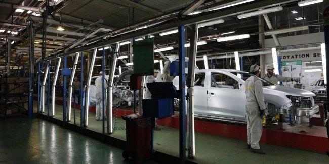 Кпизис отступает: Renault возобновляет работу своих предприятий во Франции