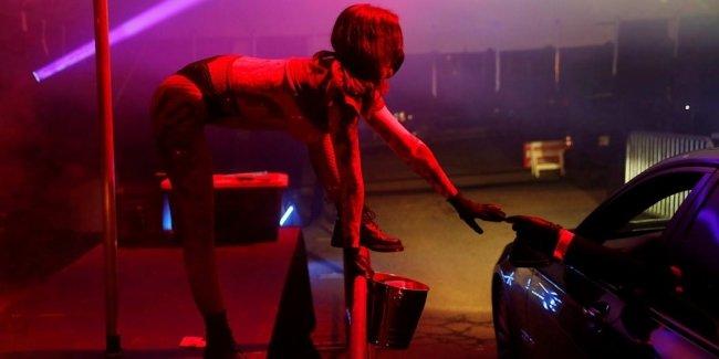 Видео из стриптиз бары для девушек ночная подработка охранником в клубе в москве
