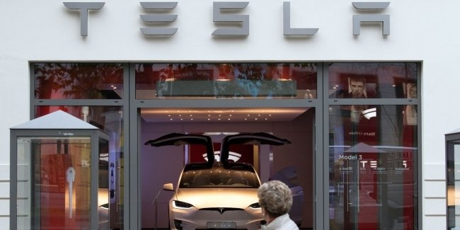 Пока автогиганты теряют миллиарды, Tesla - зарабатывает!