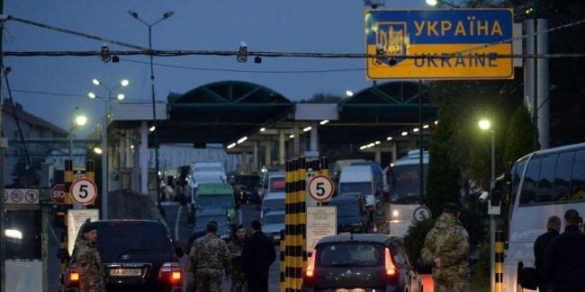 Кабмин приоткрыл границу с Польшей