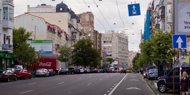 Кабмин разрешил таксистам ездить по полосе общественного транспорта