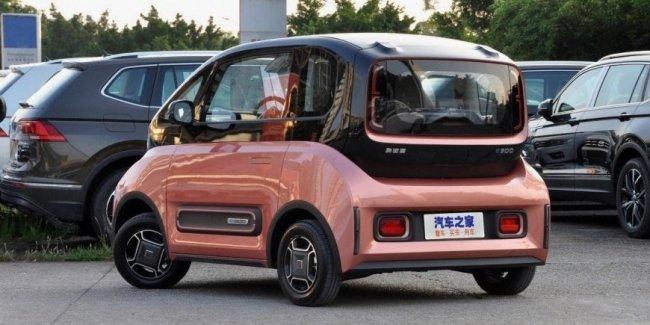 Необычный электромобиль Baojun E300 уже у дилеров