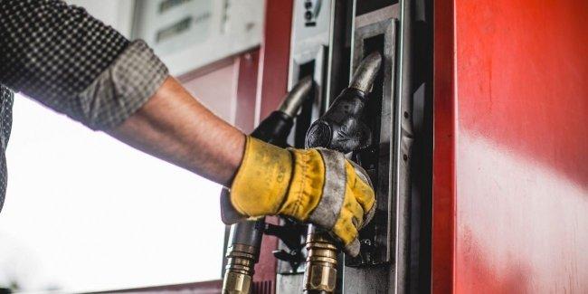 Цены на АЗС продолжают расти. Мнения экспертов