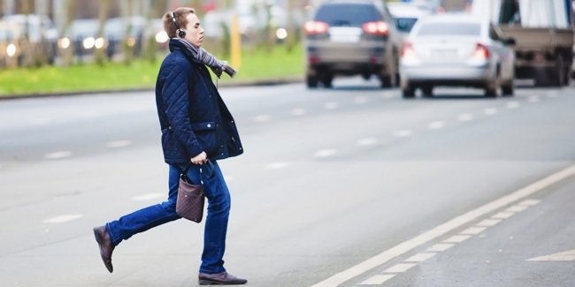 Штраф без предупреждения: ВРУ планирует перевоспитать «непослушных» пешеходов