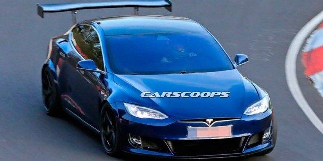Tesla Model S Plaid: скоро дебют
