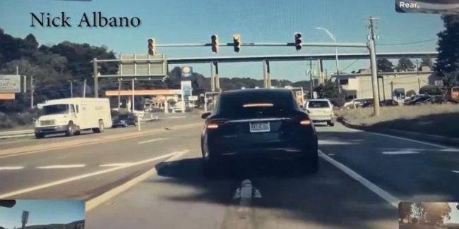 ДТП: Tesla взлетела от удара