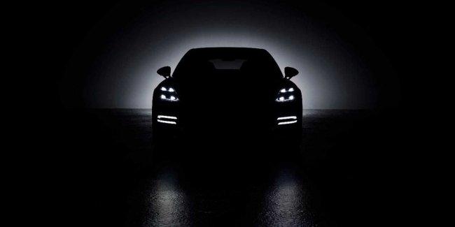 Porsche дразнит тизерами обновленной Панамеры