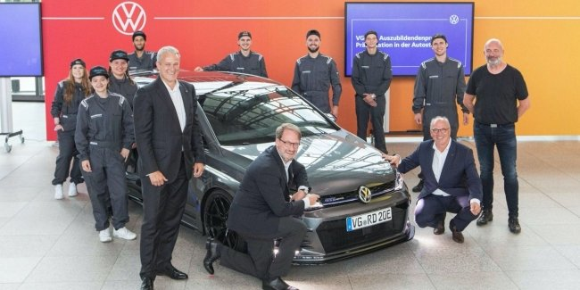 Показали концепт Volkswagen Golf GTE HyRACER