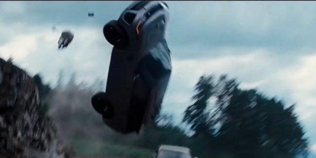 Новому Land Rover Defender еще «Не время умирать»