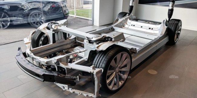 Новые Tesla разваливаются на ходу?