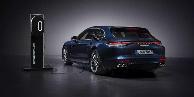 Зачем Porsche электрическая Panamera?