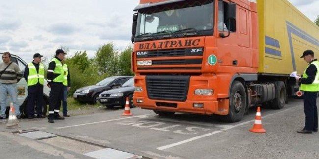 В Украине вес грузовиков будут контролировать круглосуточно