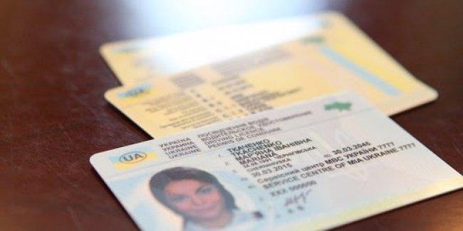 Украина вводит новый формат водительских удостоверений