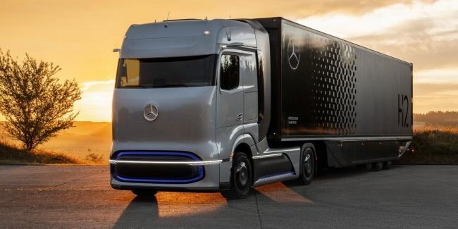 Водородный грузовик Mercedes-Benz GenH2: презентация и подробности