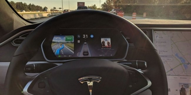 Tesla without a driver behind the wheel. Elon Musk's Fault? (photo)
