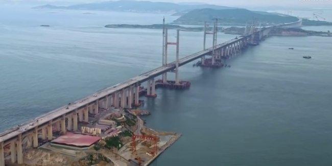 Самый длинный в мире мост через пролив прошел испытание нагрузкой (видео)