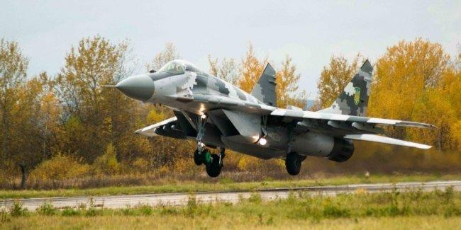 «Евробляха» атаковала военный истребитель: самолет сгорел!