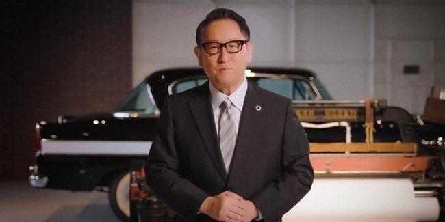 Глава Toyota посоветовал Apple приготовиться к трудностям