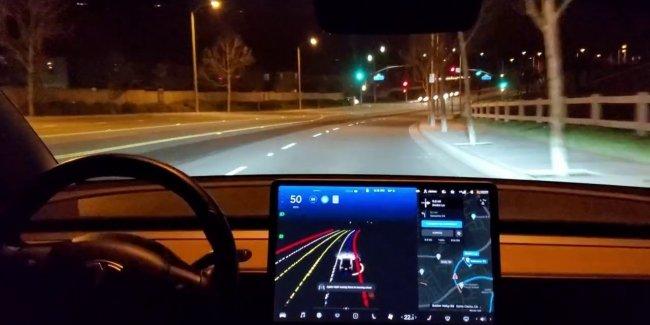 Новый автопилот Tesla: видео с испытаний