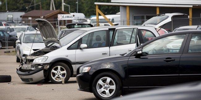 Коронавирус помешал потоку б/у авто из Литвы