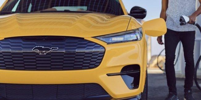 Компания Ford свернула продажи домашних зарядных станций для электрокаров из-за брака
