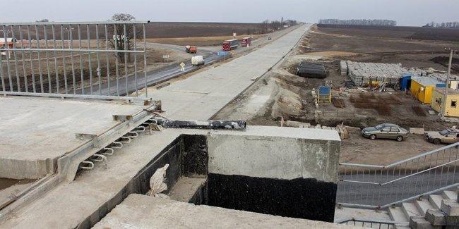 Расторжение контракта Укравтодора с Sinohydro, не достроившей бетонку под Житомиром, признано неправомерным
