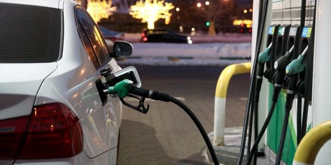 НАУ против декларирования цен на топливо!
