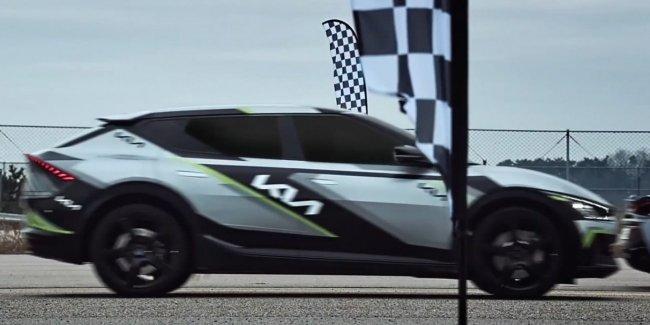 Новый электрокар Kia наказывает 5 суперкаров (видео)