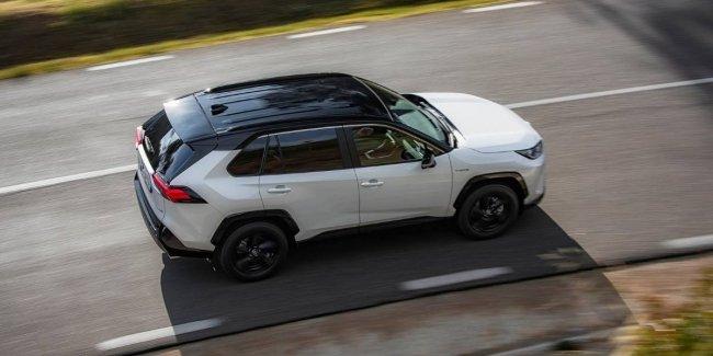 Toyota придумала имя новому электро кроссу
