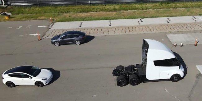Tesla Semi и кроссовер Model X на финальных тестах