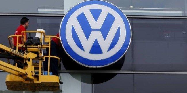 У VW проблемы с юмором: бренд попал под следствие из-за неудачной первоапрельской шутки