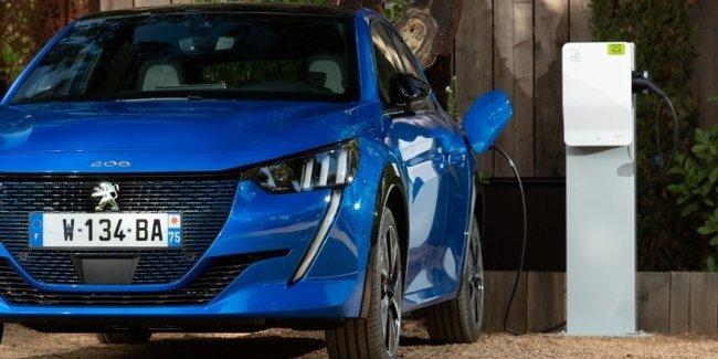 Stellantis намерен достичь цели по выбросам без помощи Tesla