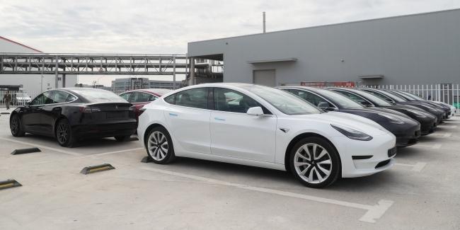 Tesla не успевает производить электромобили - слишком большой спрос!