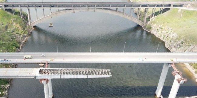 Строительство мостов в Запорожье идет с опережением графика, - глава Укравтодора