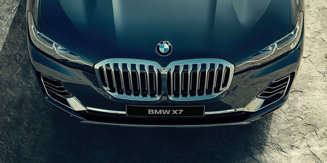 Фото обновленного BMW X7 на Нюрбургринге