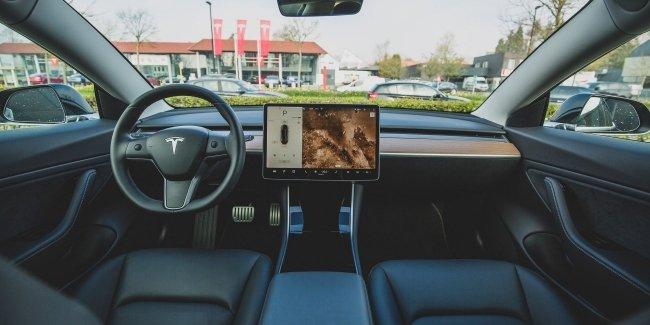Вечная суета: Tesla отзывает Model 3 и Model Y