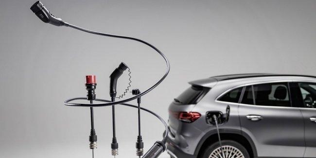 Mercedes представил универсальный зарядник
