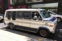 Припаркованный в престижном районе Нью-Йорка фургон превратили в отель