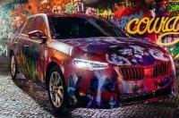 Новую модель Skoda разукрасили в стиле стены Леннона в Праге