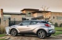 Кроссовер Toyota C-HR 2019 получит новую базовую версию