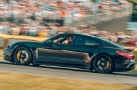 Светский прием в саду: прототип Porsche Taycan посетил Фестиваль скорости